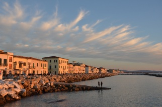 Lungomare di Marina di Pisa al tramonto